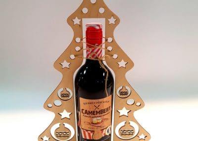 Дървената поставка за вино